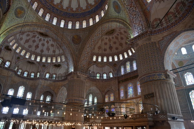 blue mosque inside lights