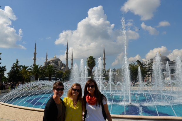 girls blue mosque fountain