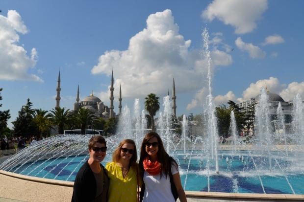 girls blue mosque fountain